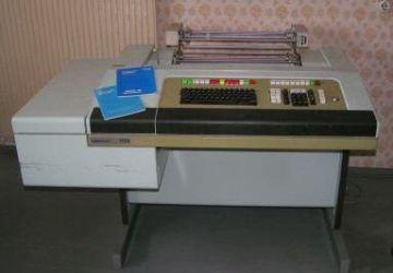 "Maszyna do fakturowania Robotron 1720 Źródło: {a href=""http://www.robotrontechnik.de""}www.robotrontechnik.de{/a}"
