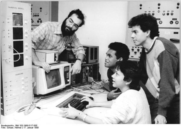 TH Ilmenau, studenci zagraniczni, Źródło: Bundesarchiv, Bilr 183-1989-0117-005, Autor: Helmut Schaar