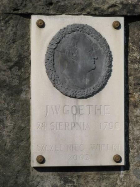 """Szczeliniec Wielki - tablica upamiętniająca wizytę Goethego Źródło: {a href=""""http://fotoforum.gazeta.pl""""}fotoforum.gazeta.pl{/a}"""