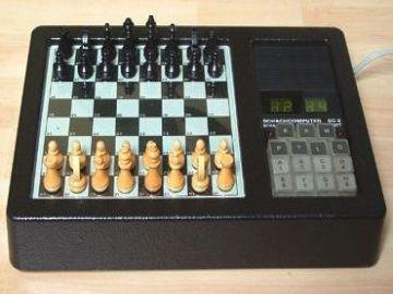 """Komputer szachowy Źródło:{a href=""""http://www.robotrontechnik.de}www.robotrontechnik.de{/a}"""