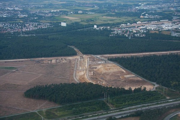 """Wycinanie lasu pod nowy pas lotniska we Frankfurcie Źródło: Wikipedia Autor {a href=""""http://de.wikipedia.org/wiki/Benutzer:Wo_st_01""""}Wo st 01{/a}"""