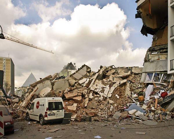 """Zniszczony budynek archiwum miejskiego w Kolonii Źródło: Wikipedia Autor: {a href=""""http://www.domahs.de/""""}Frank Domahs{/a}"""