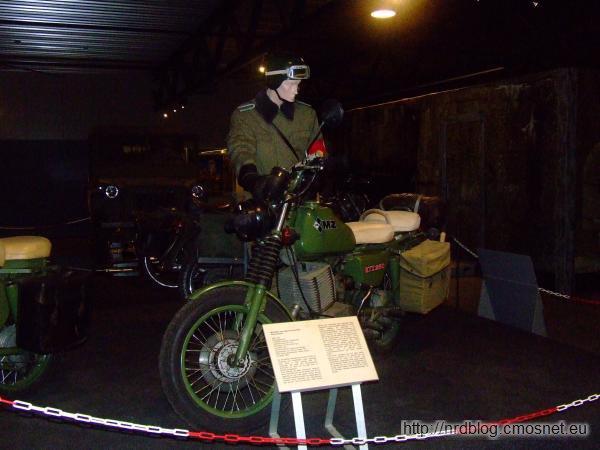 Motocykl MZ serii ETZ w wersji wojskowej w Marshall Museum Overloon