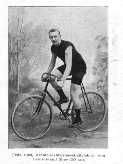Fritz Opel jako kolarz Źródło: Sport im Bild, 1897