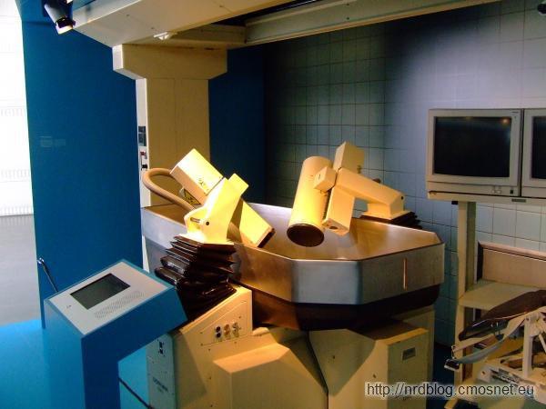 Urządzenie do rozbijania kamieni nerkowych falami akustycznymi firmy Dornier