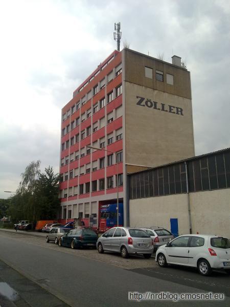Nieduży biurowiec w przemysłowej części dzielnicy Fechenheim