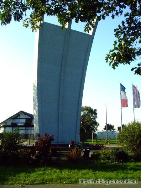 Pomnik Berlińskiego Mostu Powietrznego koło lotniska we Frankfurcie