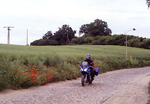 Droga z kocich łbów w byłym NRD