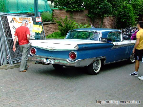 Ford Fairlane 500 Skyliner (1957)