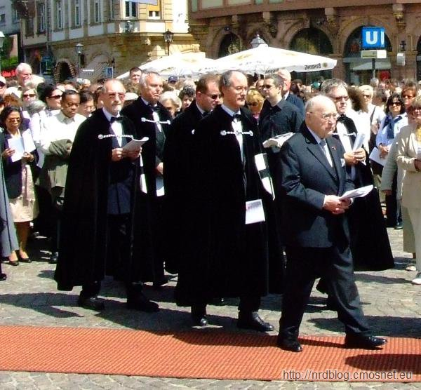 Zakonnicy krzyżaccy na uroczystościach Bożego Ciała we Frankfurcie