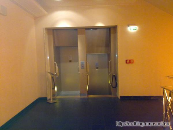 Paternoster w hotelu Fleming, Frankfurt