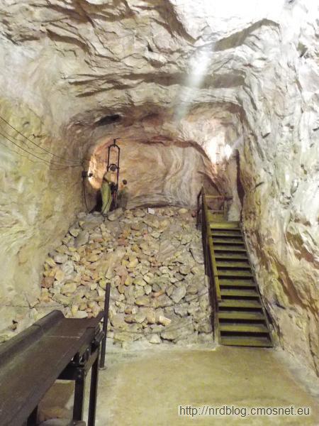 Makieta kopalni w podziemiach muzeum