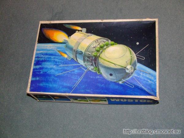 VEB Plasticart - statek kosmiczny Wostok - pudełko