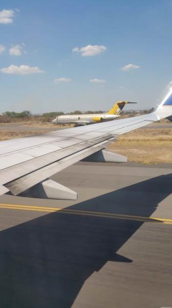 Złom na lotnisku w Guadalajarze