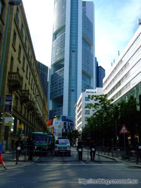 Blockupy Frankfurt - zablokowane przez policję dojście do banków