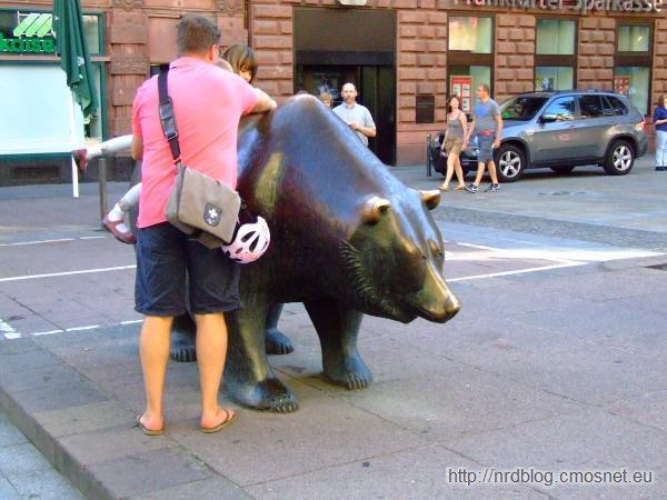 Niedźwiedź (bessa) przed giełdą frankfurcką