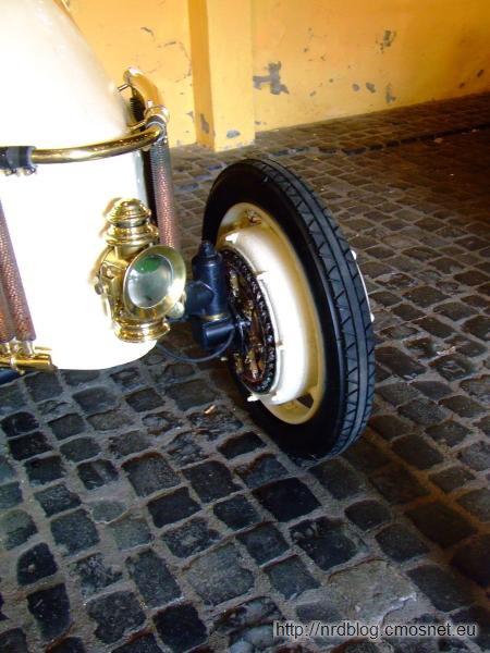 Replika Lohner-Porsche Mixte, 1902 - silnik elektryczny w przednim kole