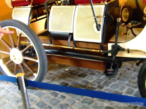 Replika Lohner-Porsche Mixte, 1902 - skrzynia z akumulatorami