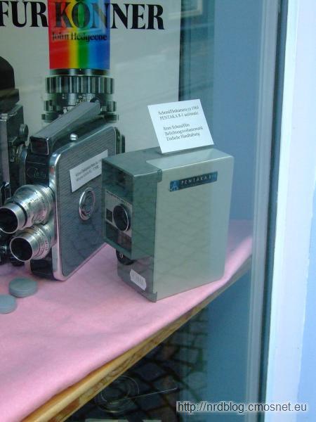 NRD-owska kamera jako dekoracja sklepu w Erfurcie