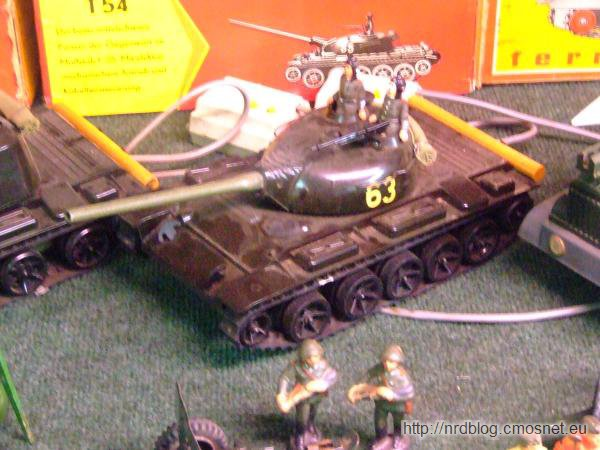 Zdalnie sterowany model czołgu