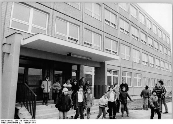 Berlin, Marzahn, Polytechnische Oberschule 56, Eingang