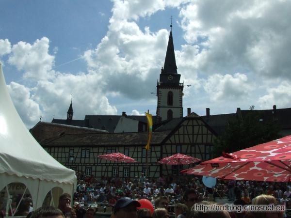 Hessentag 2011 Oberursel - w tle kościół św. Urszuli