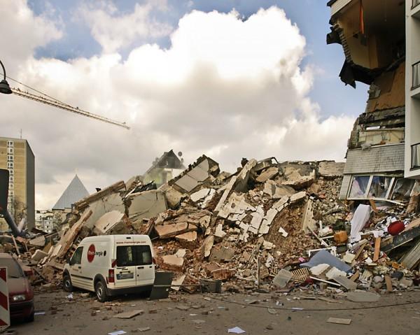 Zniszczony budynek archiwum miejskiego w Kolonii