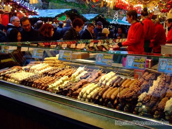 Weihnachtsmarkt we Frankfurcie - owoce w czekoladzie