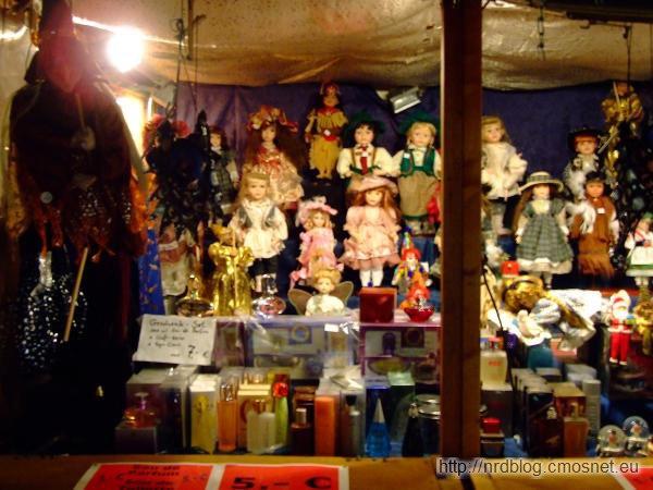 Weihnachtsmarkt we Frankfurcie - lalki