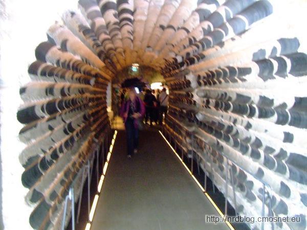 Kölner Dom - tunel przez fundament wieży